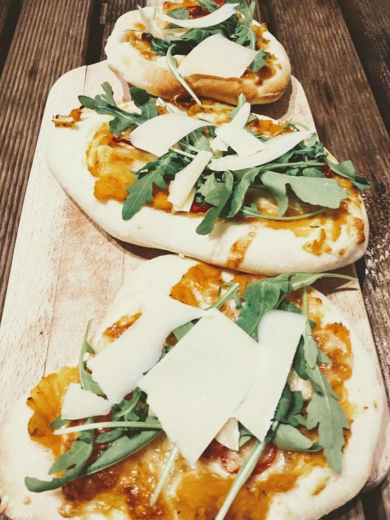 Zdjęcie nr 2 - Domowa pizza z dynią