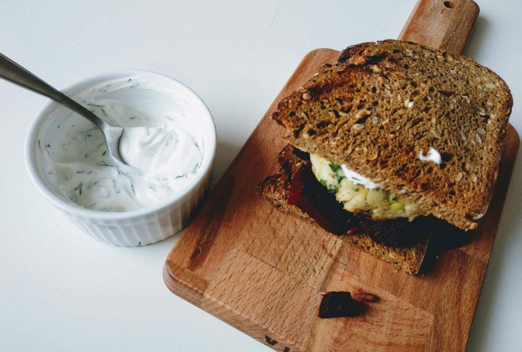 Zdjęcie nr 2 - Sałatka z buraków, kotlety rybne i cytrynowy jogurt