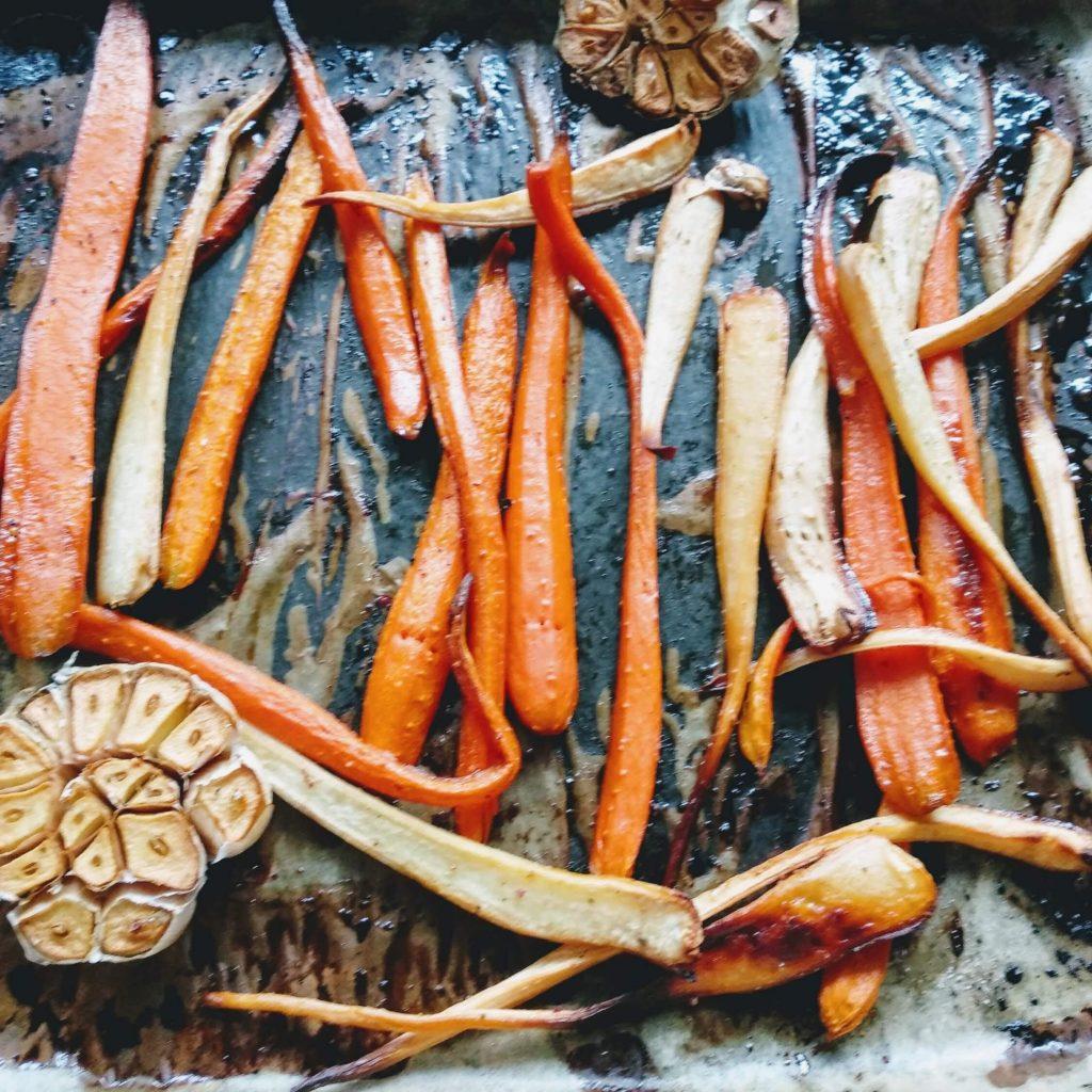 Zdjęcie nr 1 - Pieczone warzywa z najlepszym sosem czosnkowym