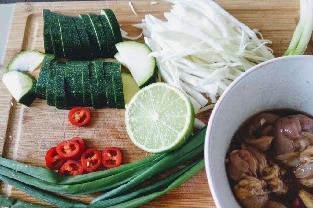 Zdjęcie nr 1 - Stir-fry z kapustą i kurczakiem