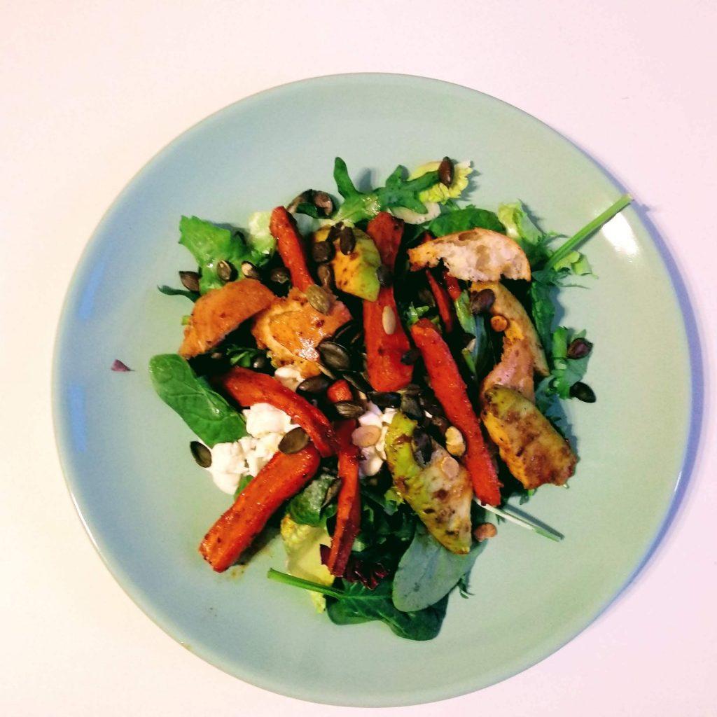 Zdjęcie nr 1 - Sałatka z pieczonej marchewki i awokado