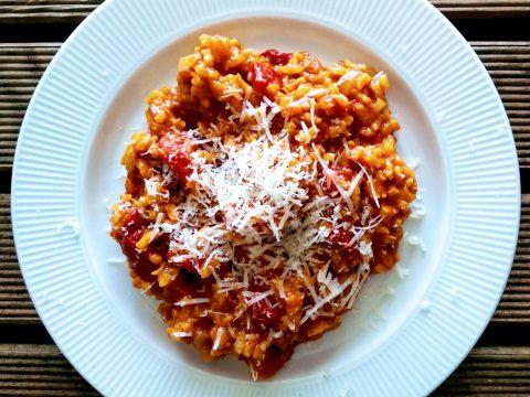 papryka, risotto, obiad, pomidor, talerz, parmezan