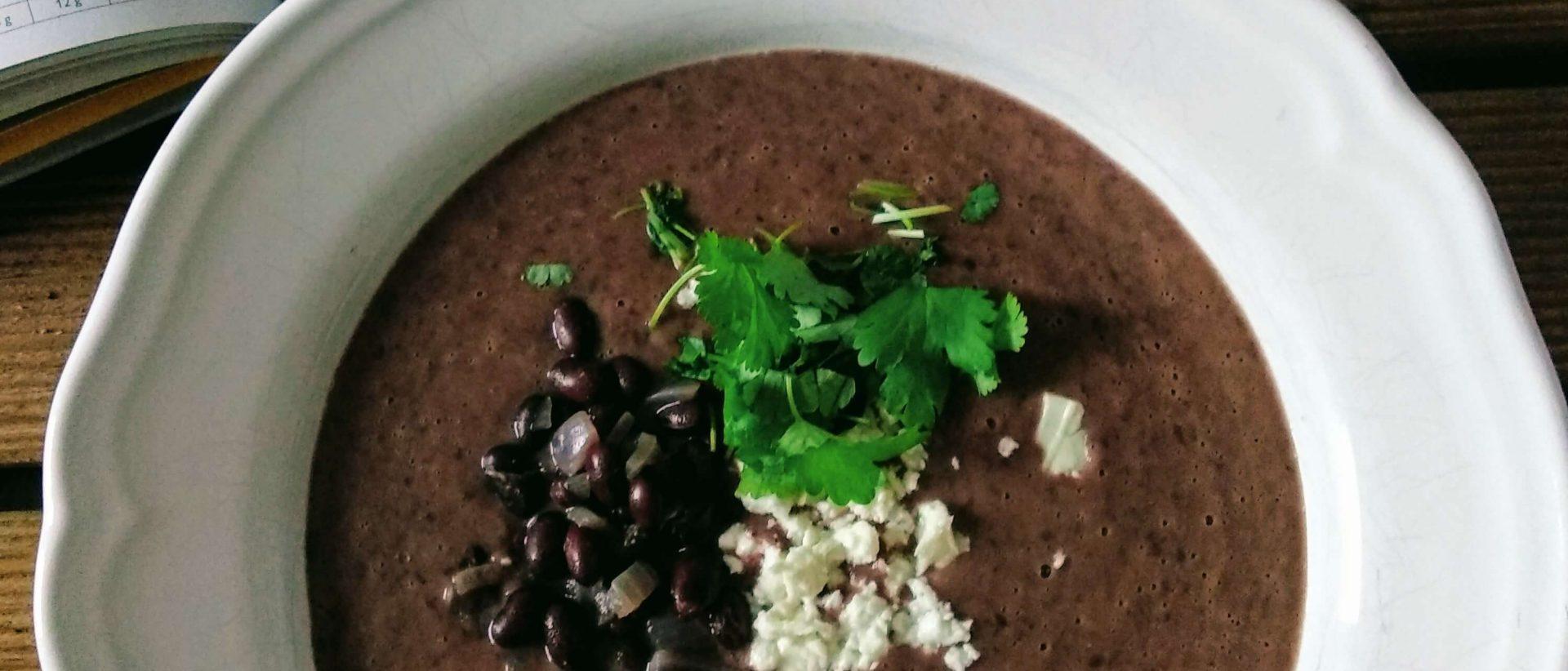 Zupa z czarnej fasoli na ostro